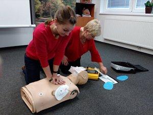 Obsluha defibrilátoru je poměrně snadná