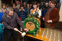 Oslavy první várky plzeňského piva neminou ani Karlovarský kraj.