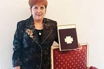 OPERÁTORKA JANA FOJTLOVÁ s oceněním Zlatý záchranářský kříž za nejlepší záchranářský čin roku 2015.