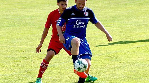 Karlovarská Slavia (v modrém) podlehla v prvním kole Mol cupu na vlastním hřišti Královo Dvoru 0:3.