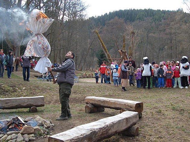 V botanické zahradě v Bečově se konalo tradiční vítání jara, které přilákalo davy návštěvníků.