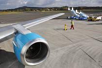 Letos v dubnu 2013 bylo na mezinárodním letišti Karlovy Vary, jehož zřizovatelem je Karlovarský kraj, odbaveno celkem 12 374 cestujících.