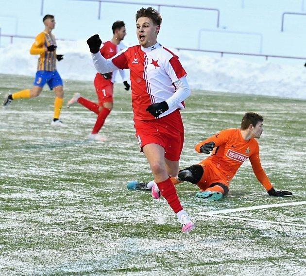 Fotbalisté karlovarské Slavie si drze vyšlápli na omlazený tým ligové Opavy, který porazili vpoměru 3:0.