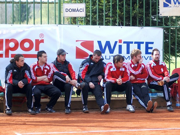 Na lavičce karlovarských nohejbalistů vládla během zápasu s týmem AC Zruč–Senec spokojenost.