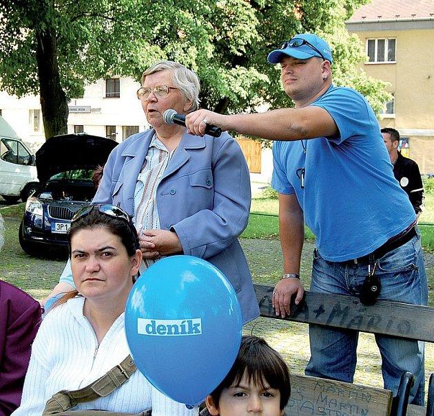 Eliška Bachmannová ze Žlutic se při včerejším Dni s Deníkem postavila proti zamýšlené výstavbě rozhledny a sjezdovky na vrcholu Nevděku nedaleko města.