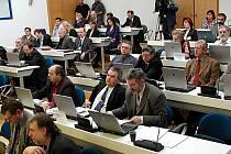Do 12. srpna musejí politická hnutí a strany odevzdat kandidátky na Krajský úřad Karlovarského kraje. Samotné volby jsou stanoveny na 17. a 18. října.