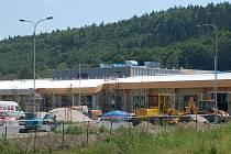 Stavba bazénu za KV Arenou.