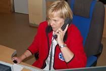 Práce operátorek záchranné služby, v tomto případě Zuzany Svitákové, je klíčová pro úspěšnou pomoc a záchranu životů.