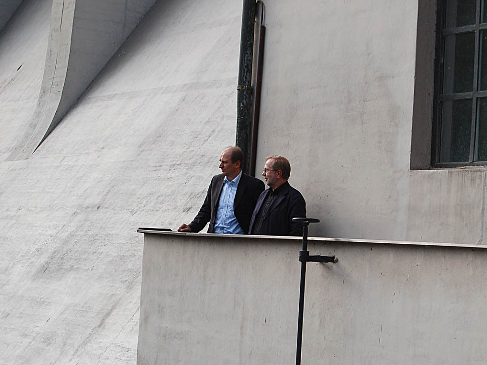 Ministr zemědělství Petr Gandalovič (na snímku vlevo) si v doprovodu Jiřího Nedomy, generálního ředitele státního podniku Povodí Ohře, rohlédl vodní dílo Březová.