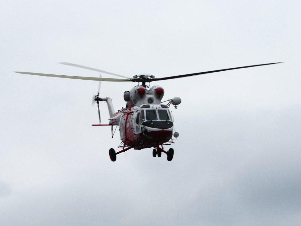 Na heliportu karlovarské nemocnice přistál armádní Sokol. Foto:Barbora Šmudlová