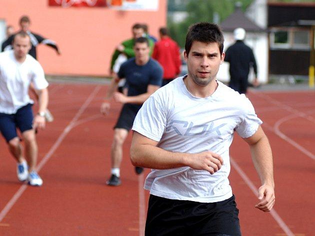 S týmem HC Energie Karlovy Vary se připravuje i Jan Heřman, nevlastní syn trenéra Václava Baďoučka.