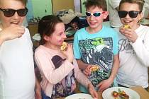 V Základní školu jazyků Karlovy Vary se konalo se školní kolo kuchařské soutěže Zdravá 5.