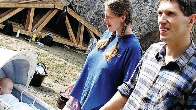 Majitel hradu s rodinou. Pavel Palacký koupil v roce 2001 zchátralý hrad Hauenštejn, který se od té doby snaží zachránit. I zde se měly konat některé tábory, kvůli nimž je nyní obžalován.