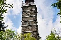 U města Nejdek se nachází rozhledna na Tisovském vrchu s výhledem na jihozápadní Krušnohoří.