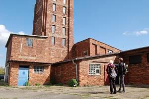 U příležitosti Dnů evropského dědictví byla zpřístupněna také Rudá věž v Ostrově, která sloužila v padesátých letech jako věznice pro politicky nepřizpůsobivé.
