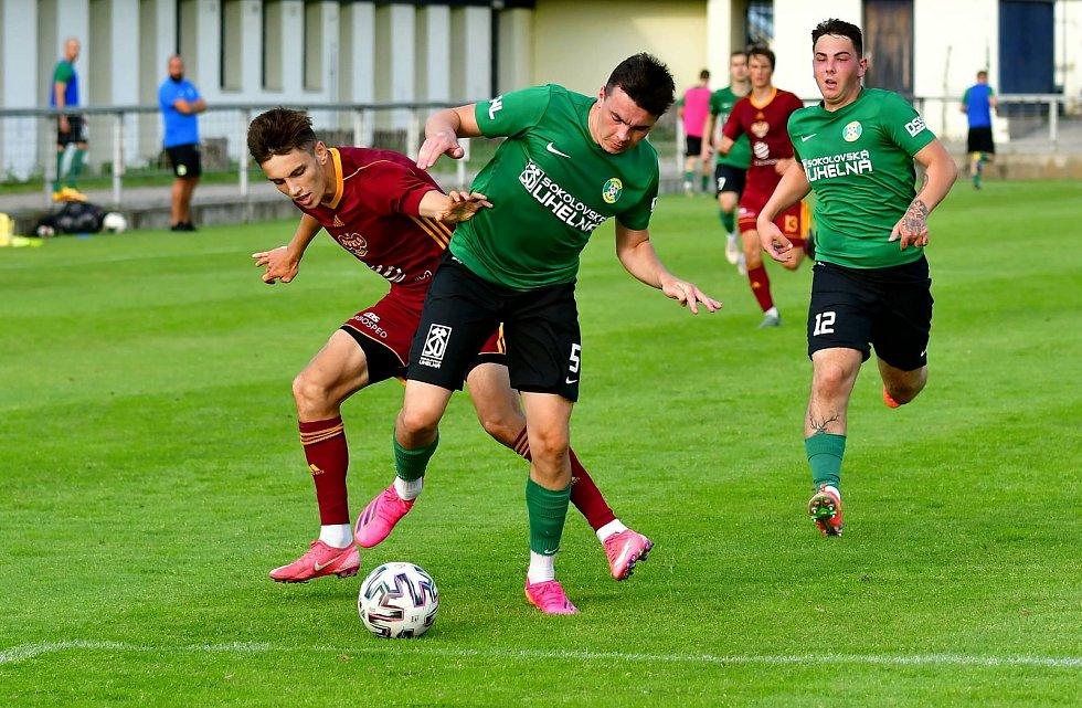Čtyři branky museli skousnout fotbalisté Baníku Sokolov v duelu s béčkem Dukly Praha na stadionu v Blšanech.
