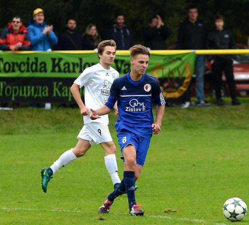 Krajské divizní derby nevyšlo hráčům Mariánských Lázní (v bílém) podle jejich představ, když museli skousnout potupnou prohru 0:6.
