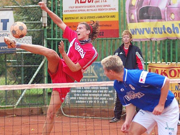 Honza Vanke (vlevo) svým výkonem přispěl k prvnímu vítězství ve finálových zápasech extraligy.