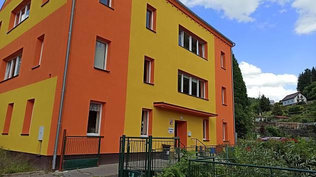 Škola v Březové.