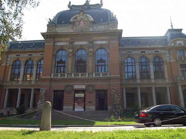 Karlovarský kraj i magistrát zesilují tlak na stát, aby jim s obnovu této národní kulturní památky finančně pomohl