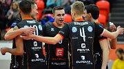 Úřadující mistr UNIQA extraligy mužů VK ČEZ Karlovarsko se o víkendu vítězně naladilo, když porazilo Lvi Praha 3:0.