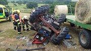 Nehoda se stala na poli nedaleko obce Budov. Řidič traktoru bohužel svým zraněním na místě podlehl.