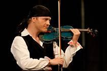PAVEL ŠPORCL. Není zdaleka obvyklé, aby se na výchovném koncertě představila hvězda takového formátu.
