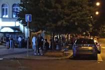 Takto to v poslední době vypadá během pátečních a sobotních nocí v centru Karlových Varů.