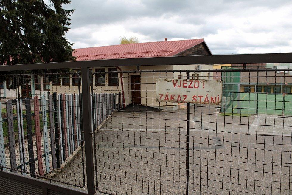 Vchod do areálu Mateřské školy Na Karlově v Benešov.