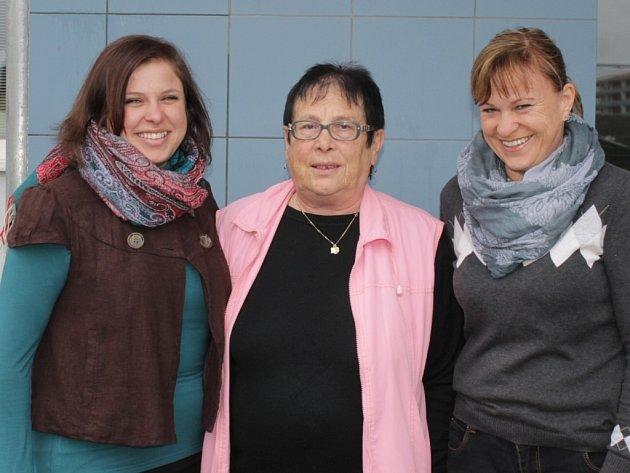 Učitelkou je Eva, její dcera Alexandra a i vnučka Veronika.