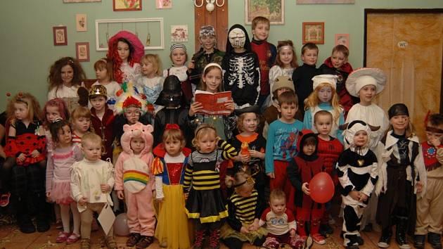 Tradice dětských karnevalů v Jablonné nad Vltavou měla v neděli odpoledne 57. pokračování.