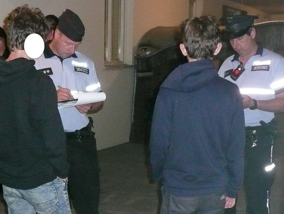 V síti kontrol na alkohol uvízlo 20 mladíků a 11 slečen.
