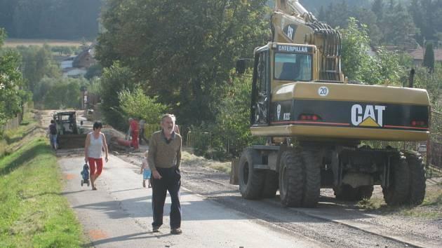 Budování kanalizace v Peceradech 11. září 2008.
