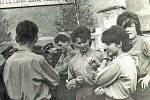 Jaké by to byly oslavy slavných májových dní, kdyby u toho nebyli členové Svazu československé mládeže? Svazáci na snímku jsou z Pecerad.