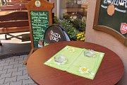 Restaurace na Benešovsku a jejich provozovatelé nový zákon o zákazu kouření příliš neprožívají. V případě, že někdo zákaz nebude respektovat, pomůže jim policie.
