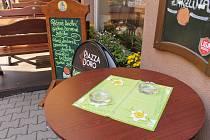 Pokud mají restaurace v době zákazu otevřeno, čeká je pokuta - ilustrační foto.