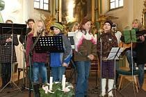 Křesťanská skupina Naděje vystoupila na adventním koncertu v čechtickém kostele sv. Jakuba již poněkolikáté.
