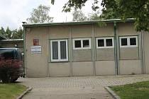 Montované stavby kolem Katušky nechá Benešov zdemolovat za milion korun.