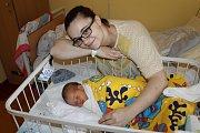 Maminka Michaela Machalová z Bílkovic se raduje z prvorozeného synka Sebastiána Machala. Chlapeček se narodil 8. ledna v 19.38 a při narození v Benešově vážil 3 180 gramů a měřil 49 centimetrů.
