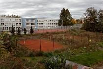Prostor u benešovské sokolovny, kde by podle úvah vedení města mohla vyrůst městská hala.