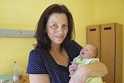 Malý Adam Kotěšovec se narodil v úterý 6. června ve 14.33 s váhou 2 940 gramů a mírou 48 centimetrů. Po opuštění benešovské porodnice si svého prvorozeného chlapečka odvezou do Divišova šťastní rodiče, Pavlína Procházková a Radim Kotěšovec.
