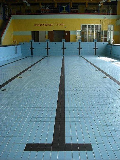 Benešovský krytý plavecký bazén prochází rekonstrukcí.