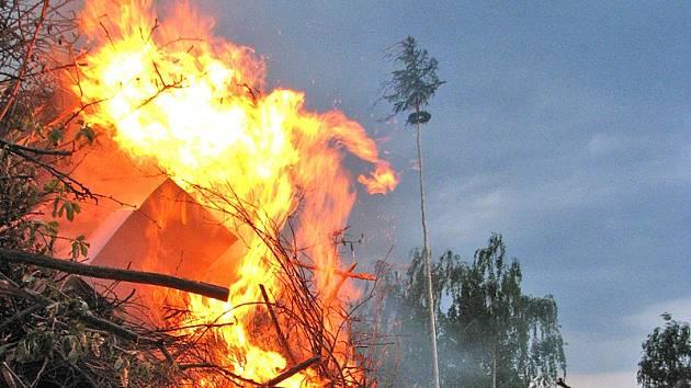 Ohlášení vatry Hasičskému záchrannému sboru je nutné.