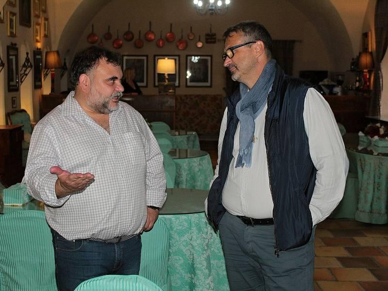 Ze setkání aktérů cestovního ruchu v turistické oblasti Posázaví v zámecké maštali v Jemništi.