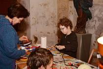 Kostel svatého Prokopa v Sázavě ožil během páteční noci. Zájemci si mohli vyslechnout pěvecké vystoupení dětí, malovat voskem i si pozorně prohlédnout sázavský svatostánek.