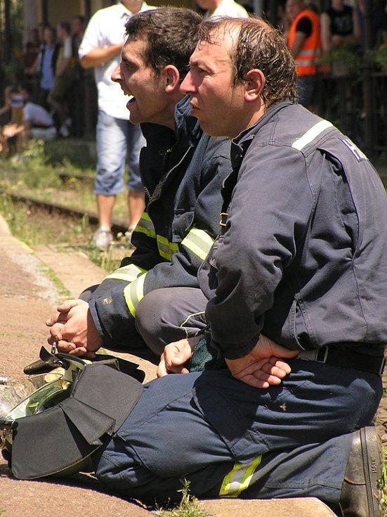Zasloužený odpočinek po dobře odvedené práci si mohli konečně dopřát i členové hasičské služby