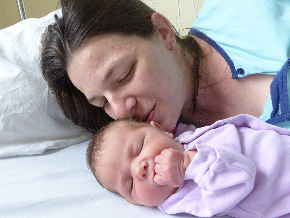 Eliška Charvátová se narodila 16. dubna 2021 v kolínské porodnici, vážila 2960 g a měřila 48 cm. Do Zbraslavic odjela se sestřičkou Terezkou (15 měsíců) a rodiči Adélou a Michalem.