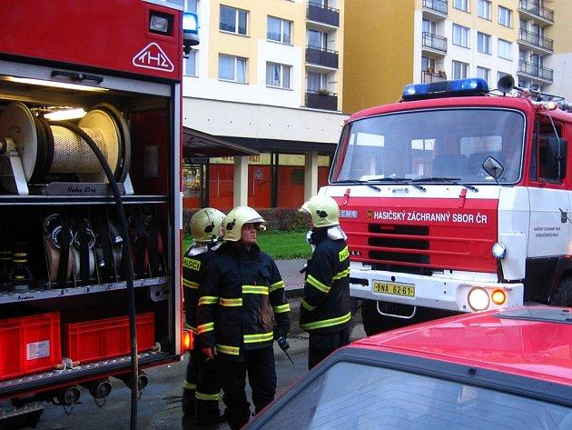 Ve středu v 14.45 zpozorovali obyvatelé v Pražské ulici v Benešově kouř ve sklepě