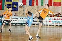 Benešovští Petr Stejskal (vlevo) a Jiří Doubrava z mezinárodního klání ve Vsetíně odvezli čtvrté místo. Cestě k vyšší příčce zabránilo hráčům Šacungu Doubravovo zranění.