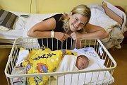 Jana Kaňková a Tomáš Fiala jsou od 18. července rodiči Tomáše Fialy. Ten se narodil v5.15, kdy měl 3410 gramů a 49 centimetrů. Doma v Mělníku nad Sázavou na něj čeká sestřička Agátka (2,5).